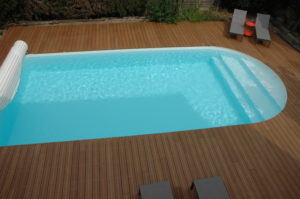 Guest house : the swimming pool with stairs
