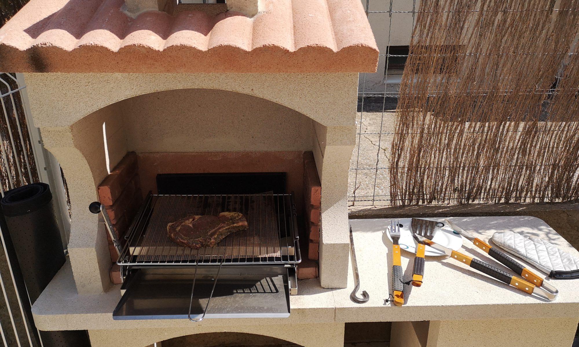 Le barbecue de nos chambres d'hôtes à Cabestany
